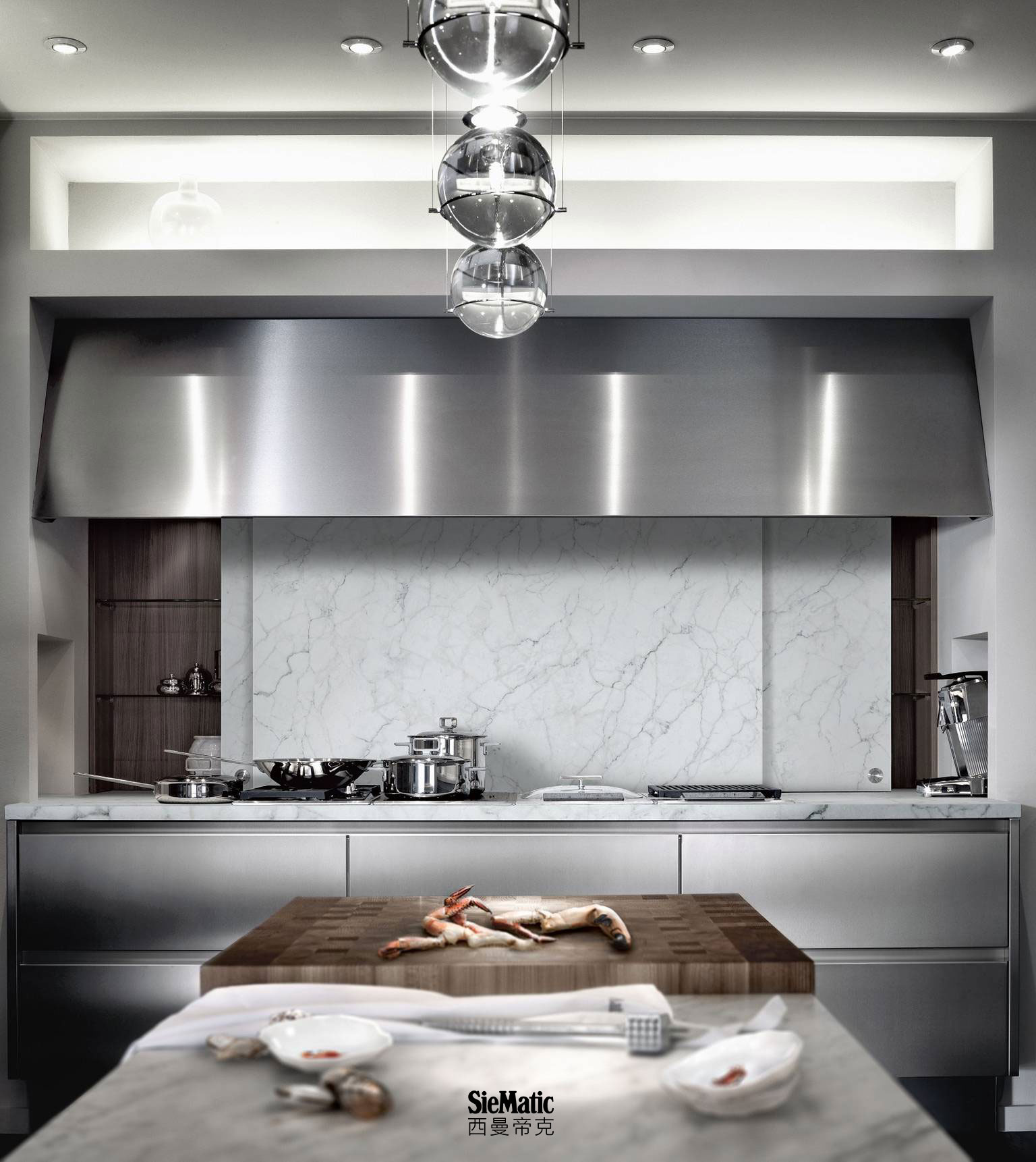 SieMatic BeauxArts from the Classic style collection with countertop and backsplash in bright marble