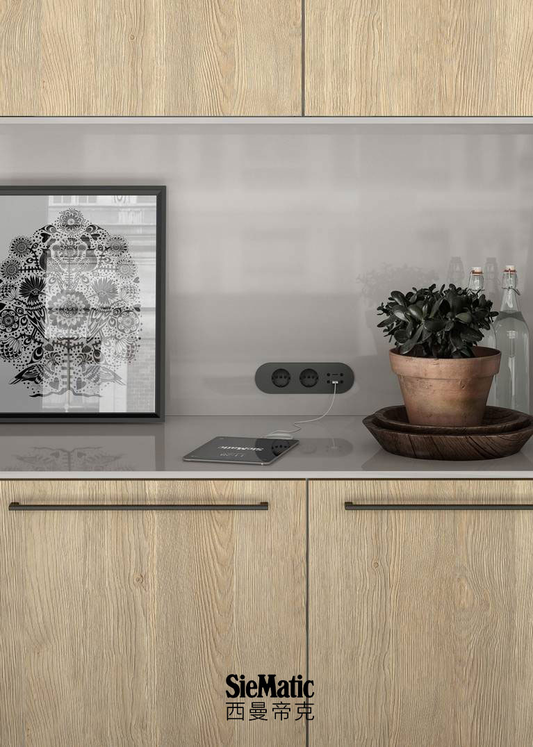 An exceptionally varied range of high-quality countertop designs are available from SieMatic for the kitchen.