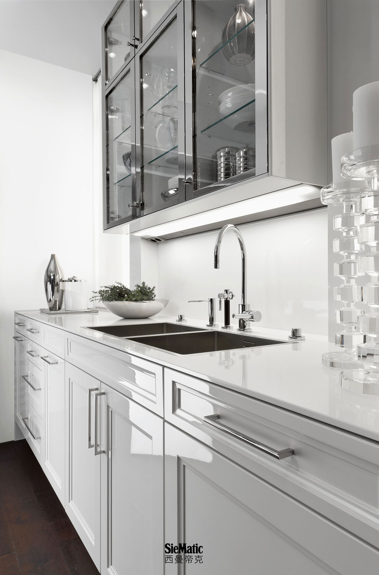 High-quality countertop designs available for classic kitchens of timeless elegance by SieMatic